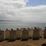 Statues tournées vers l'Afrique